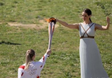 Accesa fiamma olimpica: viaggio verso Giappone