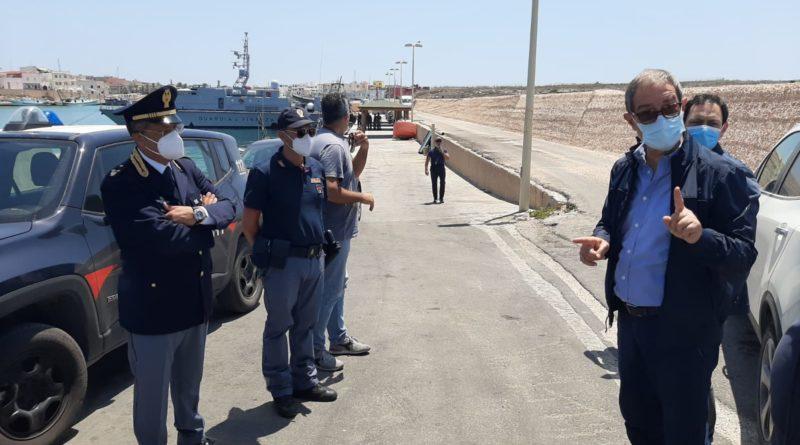 Musumeci a sorpresa a Lampedusa. Conte intervenga subito