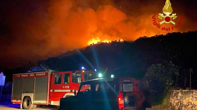 Incendio di alberi a Castiglione di Sicilia