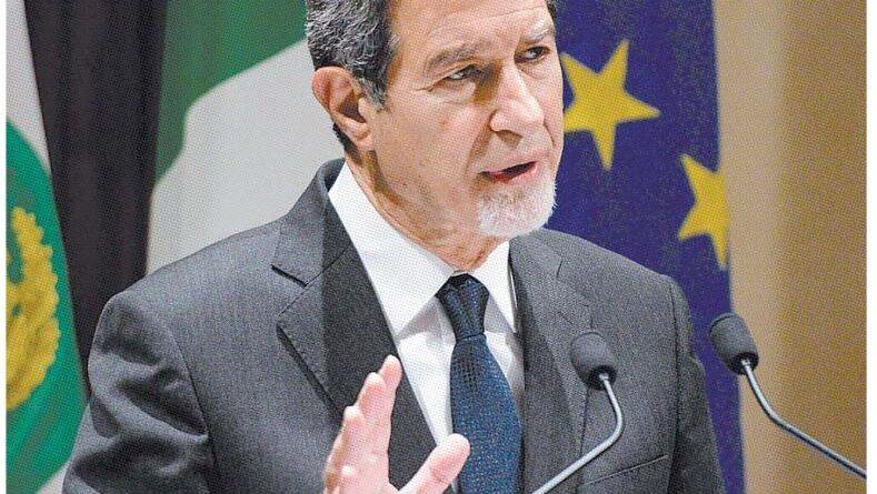 Sbarchi, Musumeci: «Intervenga Draghi, non si può andare avanti»